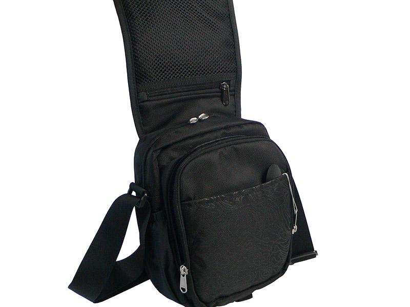 Мужская спортивная сумка ONEPOLAR (ВАНПОЛАР) W5631. Клапан с карманом и передний накладной карман